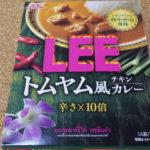 サッパリしつつ辛い!グリコ LEE トムヤム風チキンカレーを食べてみた感想!!